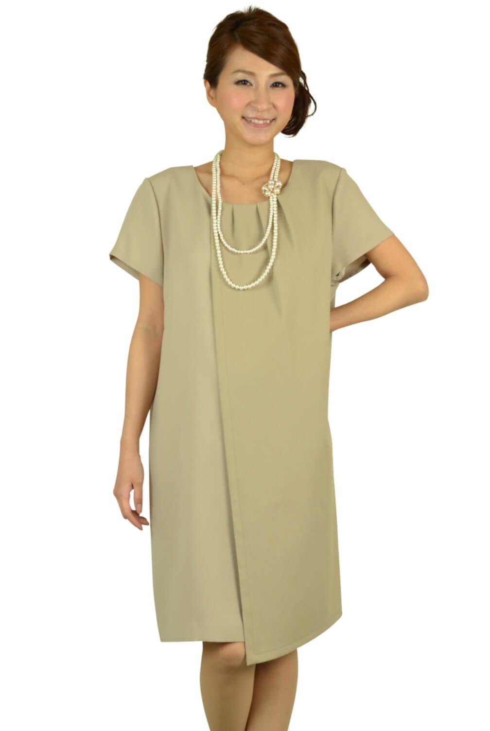 インディヴィ(INDIVI)ベージュシンプルゆったりドレス
